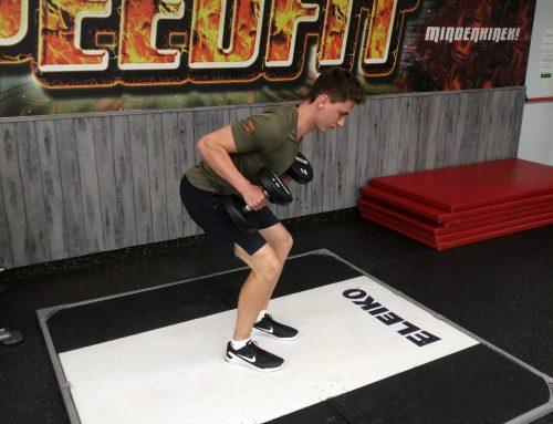 Teljes testedzés egykezes kézisúlyzóval